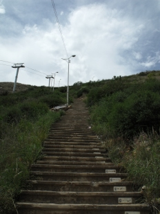 a very small section of the steps to the Cristo